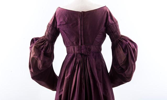 woman's quacker dress ca 1830 638